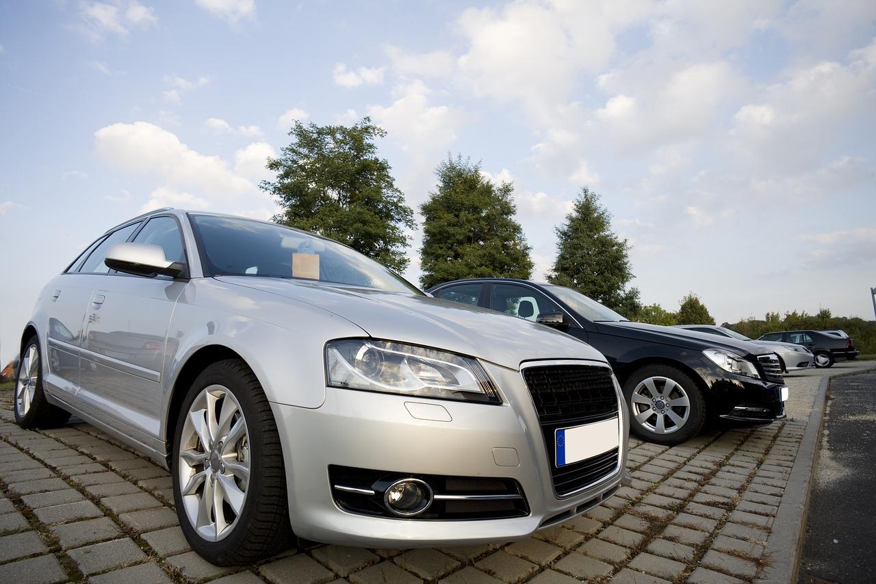 Geld verdienen mit gebrauchten Fahrzeugen im Netz